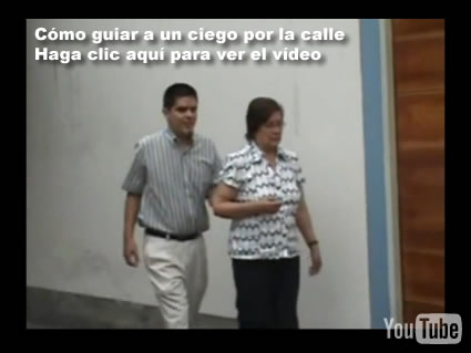 Cómo guiar a un ciego por la calle. Haga clic aquí para ver el vídeo.